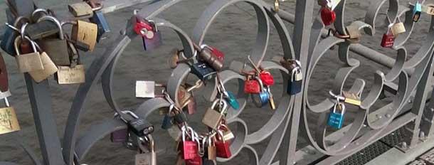 Liebesschlösser am Eisernen Steg in Frankfurt am Main