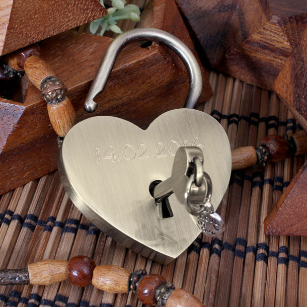 Heart Padllock Red
